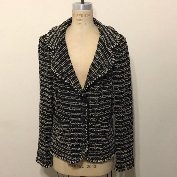 666967e3c24e7 St. John black Cream Boucle knit Jacket blazer. M 5b566d4b42aa7644d2a1c5cb